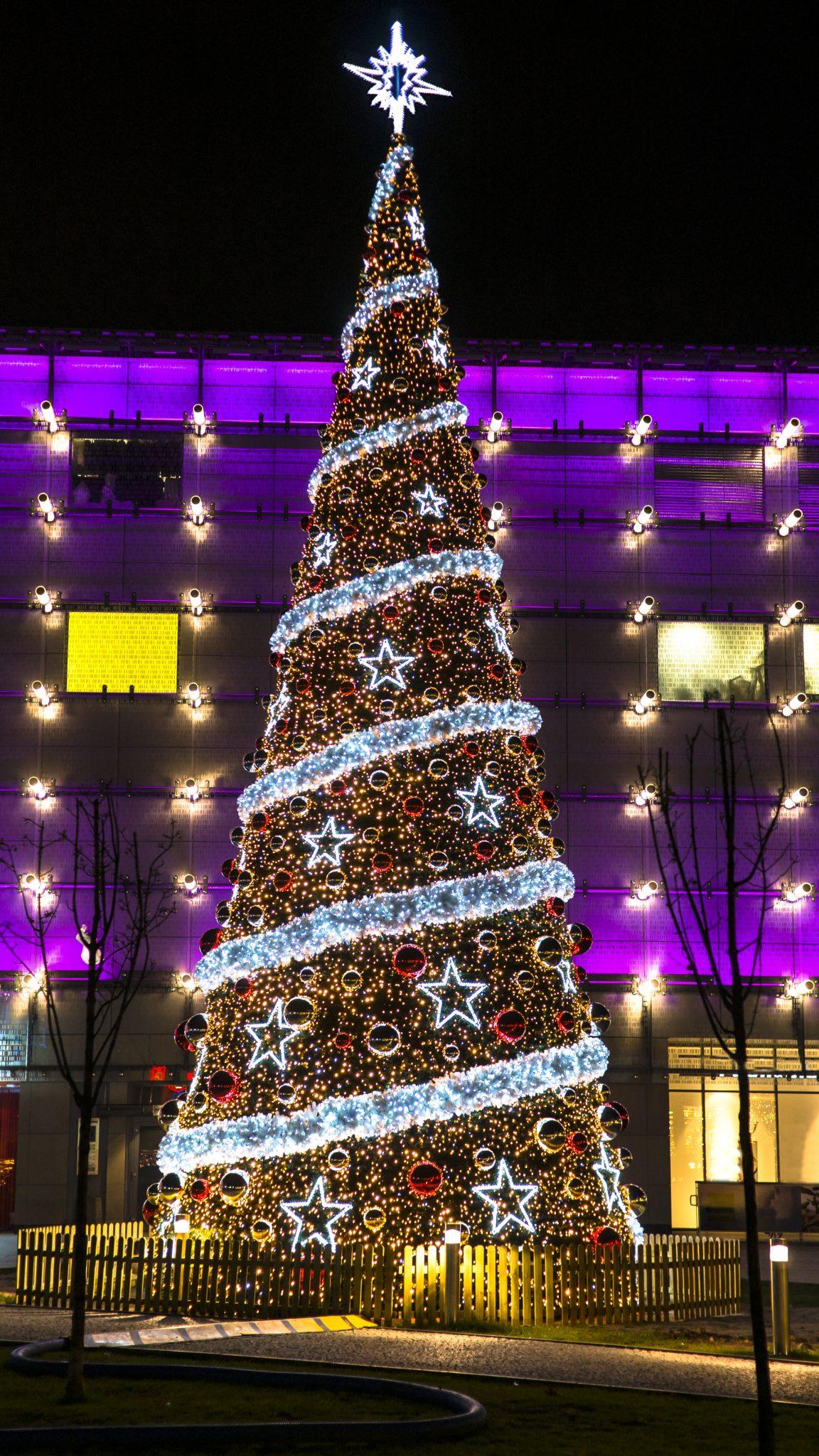 Bespoke Christmas tree lighting in the UK