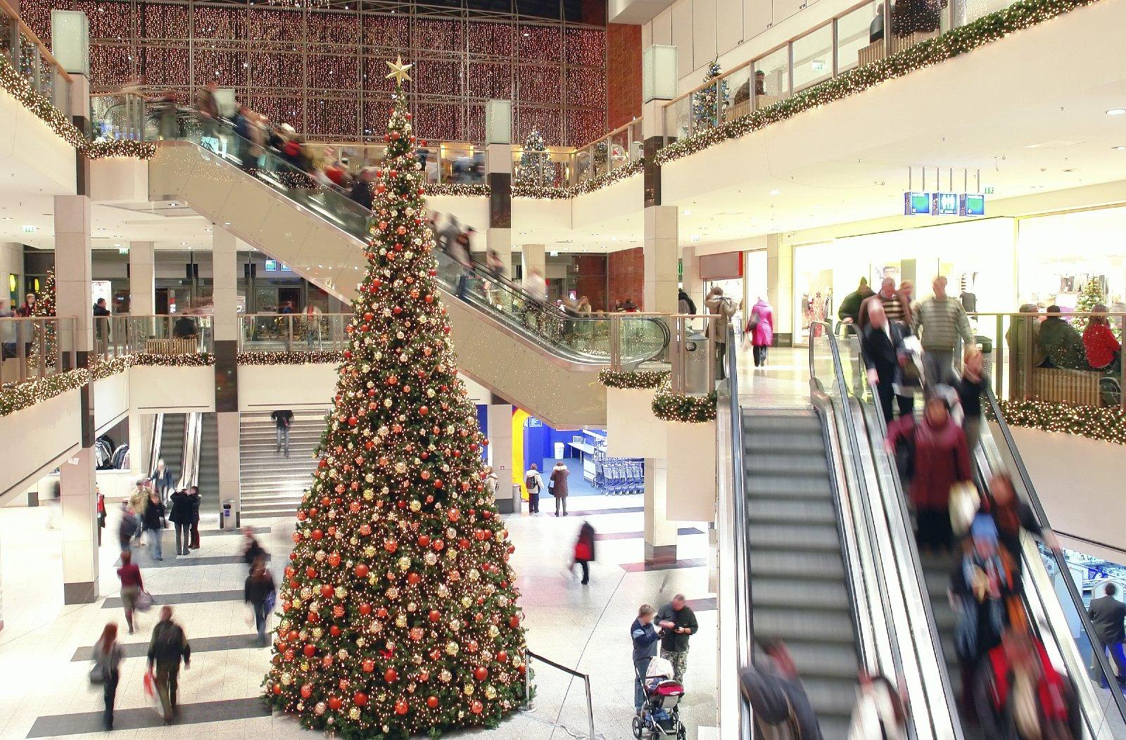 Bespoke shopping centre Christmas tree